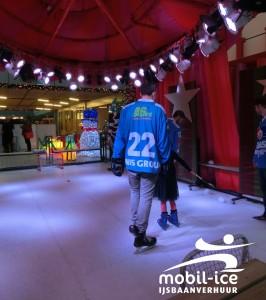 Mobiele ijsbaan in Beatrix ziekenhuis UMCG Groningen met Unis Flyers Heerenveen