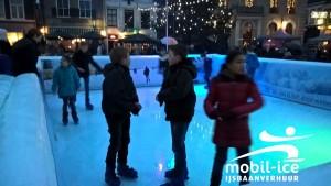 Schaatsen in de schemering op Charles Dickens kerstmarkt te Steenwijk op 12 december 2015
