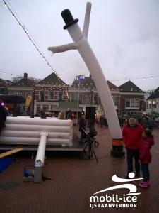 Sneeuwman op Charles Dickens Markt 12 december 2015 te Steenwijk